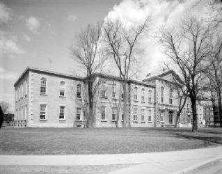 Palais de Justice et prison de Joliette / Gabor Szilasi - 1967